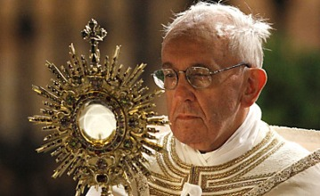 pope-francis-monstrance